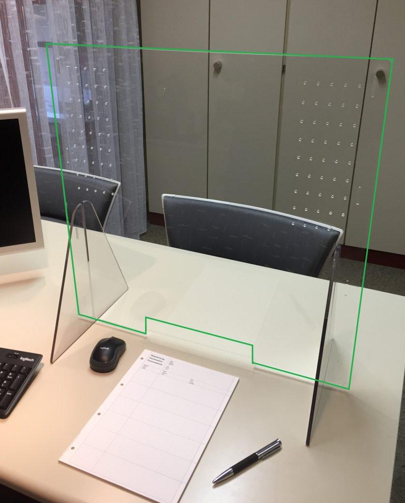 Spuckschutz-Trennwand aus Plexiglas - Einplatzversion, beliebig modulierbar (gründe Umrandung = Fotomontage)